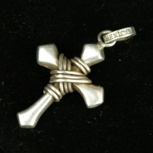 "Sterling silver cross pendant 18"" chain"